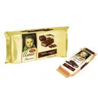 饼干Alenka口味的散装巧克力奶油